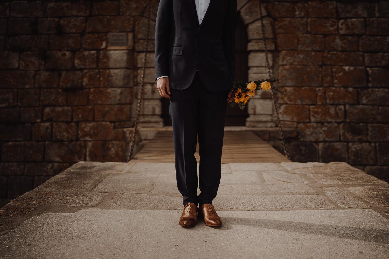 Suit details in a Elopement Wedding